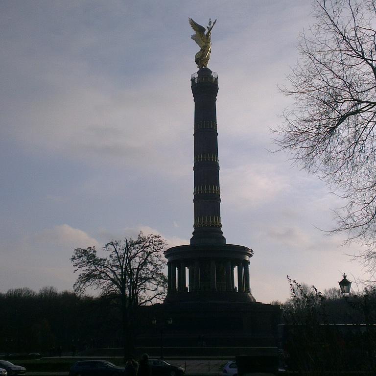 عمود النصر أو Siegessäule الذي أشيد لتخليد ذكرى الانتصار البروسي في الحرب البروسية الدنماركية